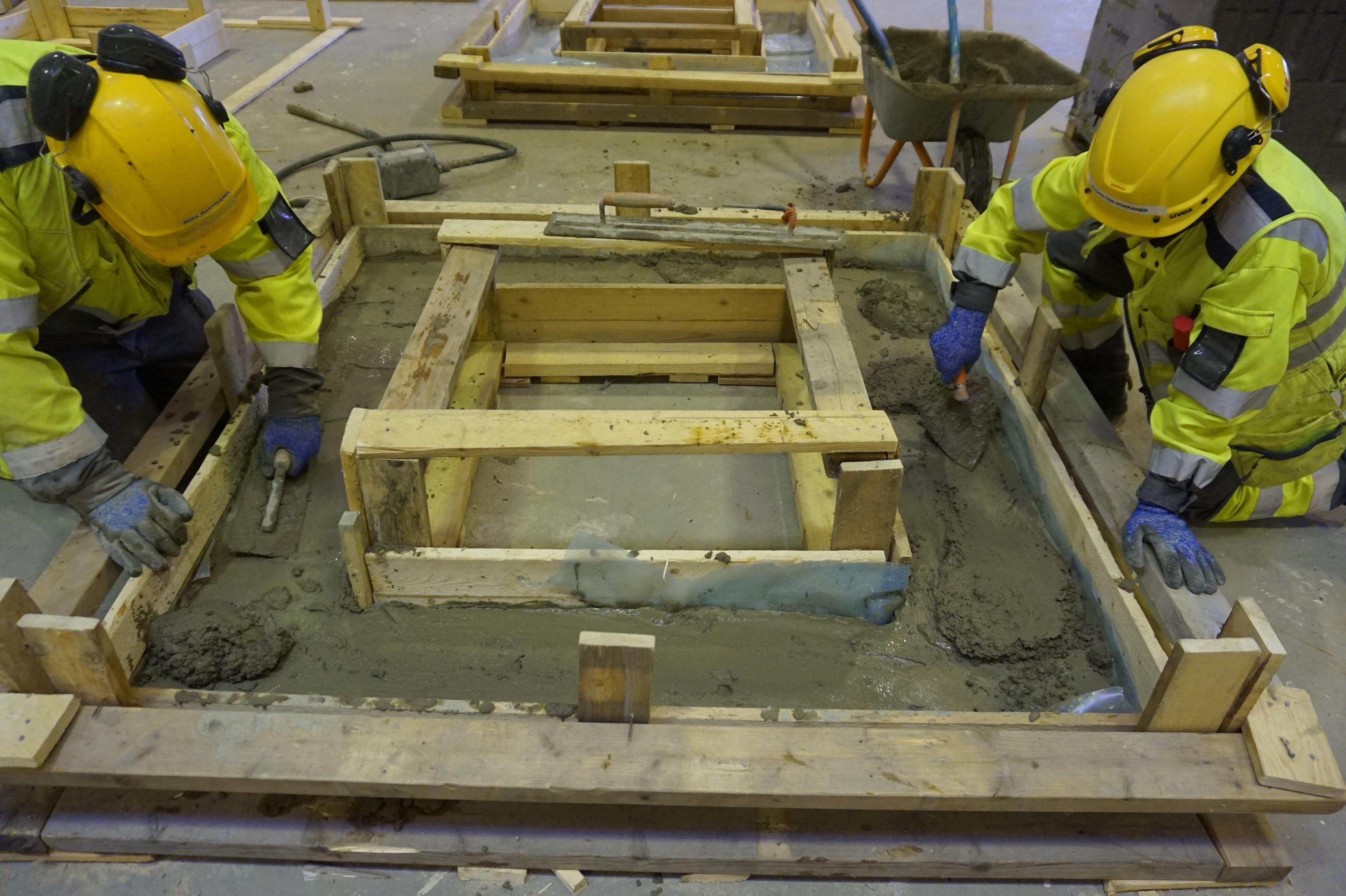 Anturavalun tasoittaminen on rakennuksen perustusvaiheen töitä.