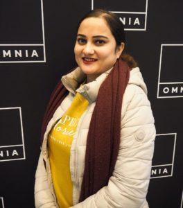 Deepa Neupane iloitsee vakituisesta työstä.