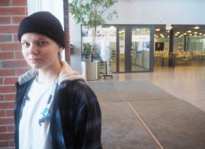 Julia Pokkinen valmistuu laborantiksi.
