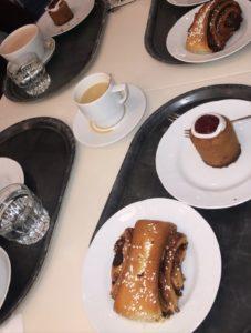 Korvapuusteja ja Runebergin torttuja Fazerilla