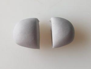 sokerimassa jakaminen kahteen osaan, ruumis 105g, pää 70 g